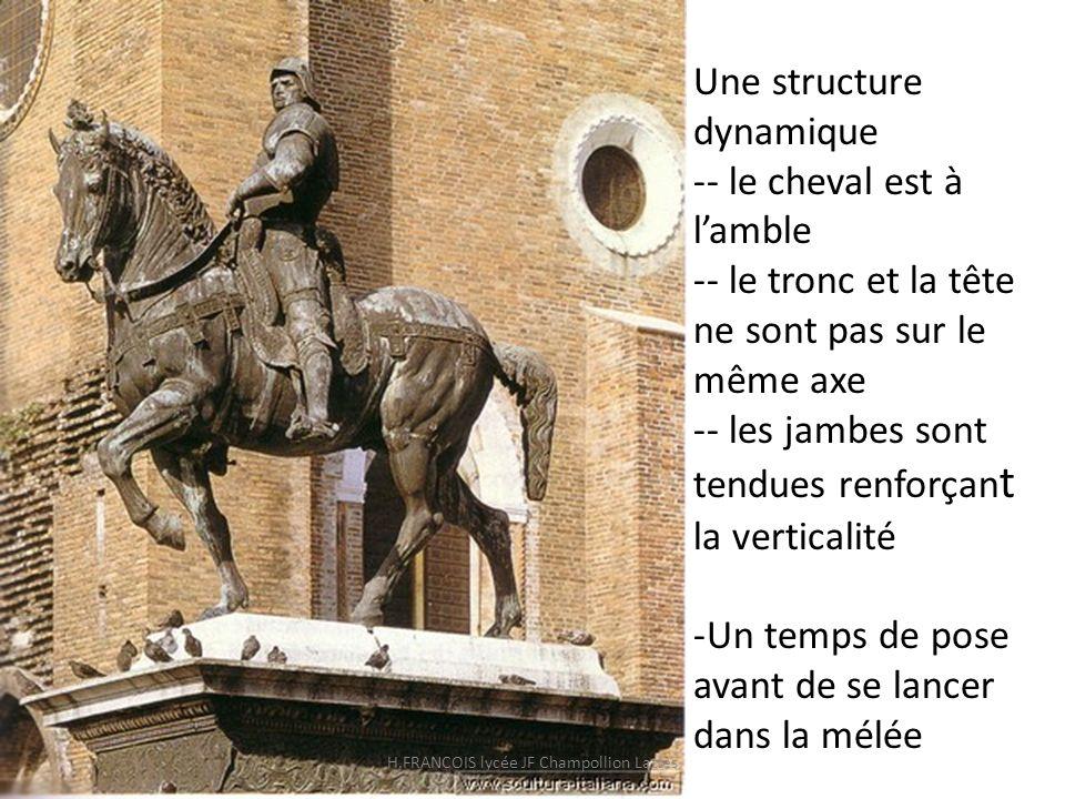 Une structure dynamique -- le cheval est à lamble -- le tronc et la tête ne sont pas sur le même axe -- les jambes sont tendues renforçan t la vertica