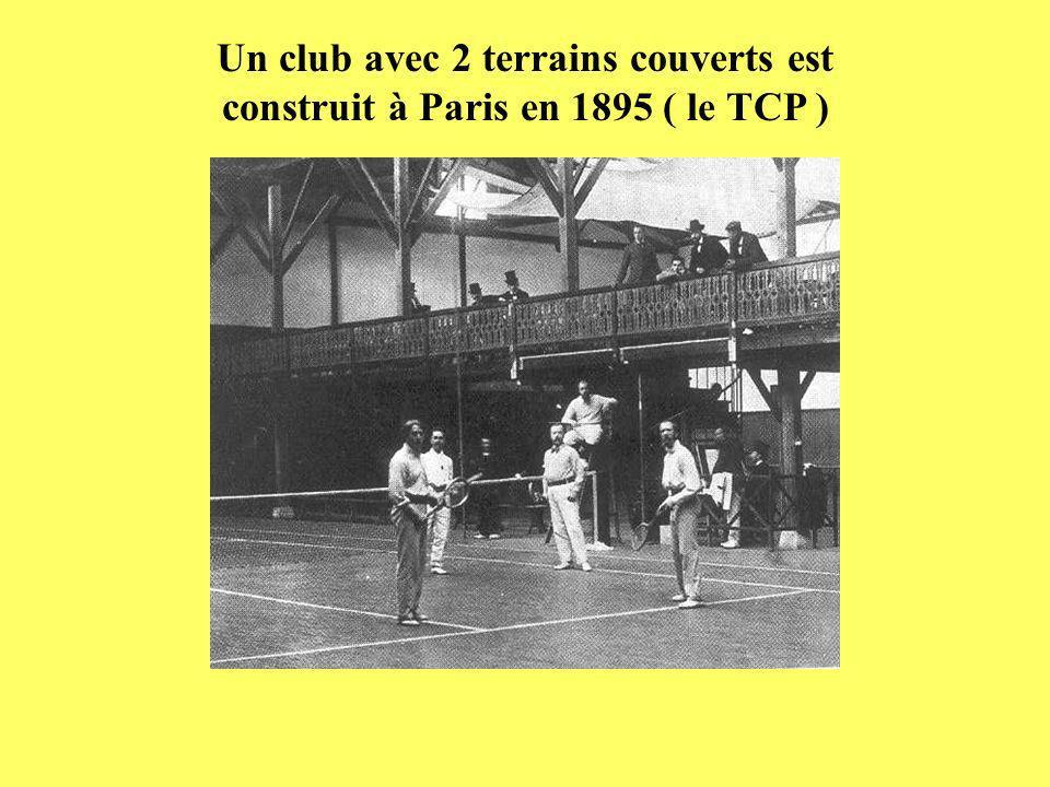 Un club avec 2 terrains couverts est construit à Paris en 1895 ( le TCP )