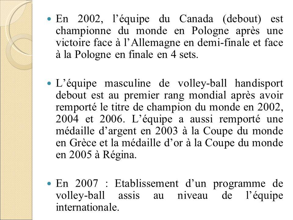En 2002, léquipe du Canada (debout) est championne du monde en Pologne après une victoire face à lAllemagne en demi-finale et face à la Pologne en fin