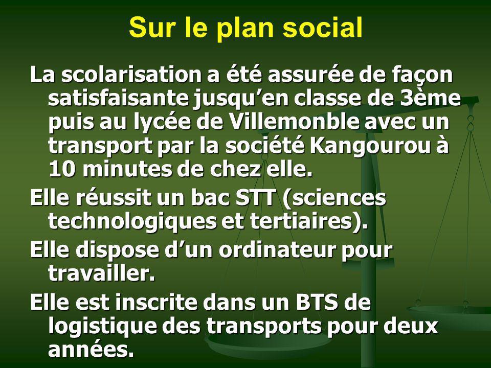 Sur le plan social La scolarisation a été assurée de façon satisfaisante jusquen classe de 3ème puis au lycée de Villemonble avec un transport par la