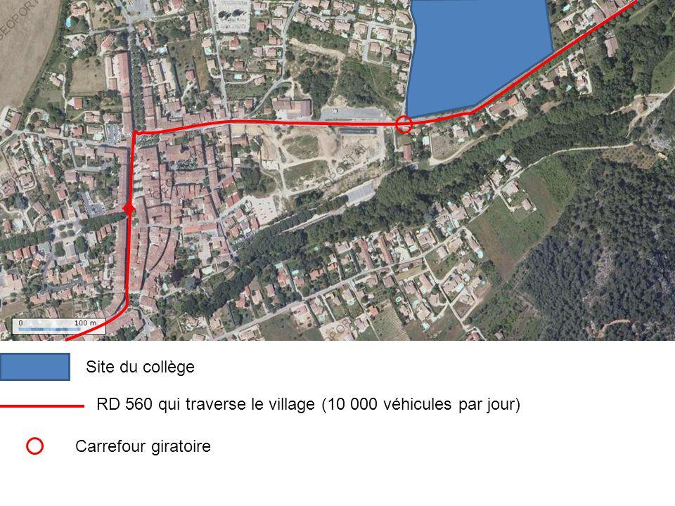 Site du collège RD 560 qui traverse le village (10 000 véhicules par jour) Carrefour giratoire