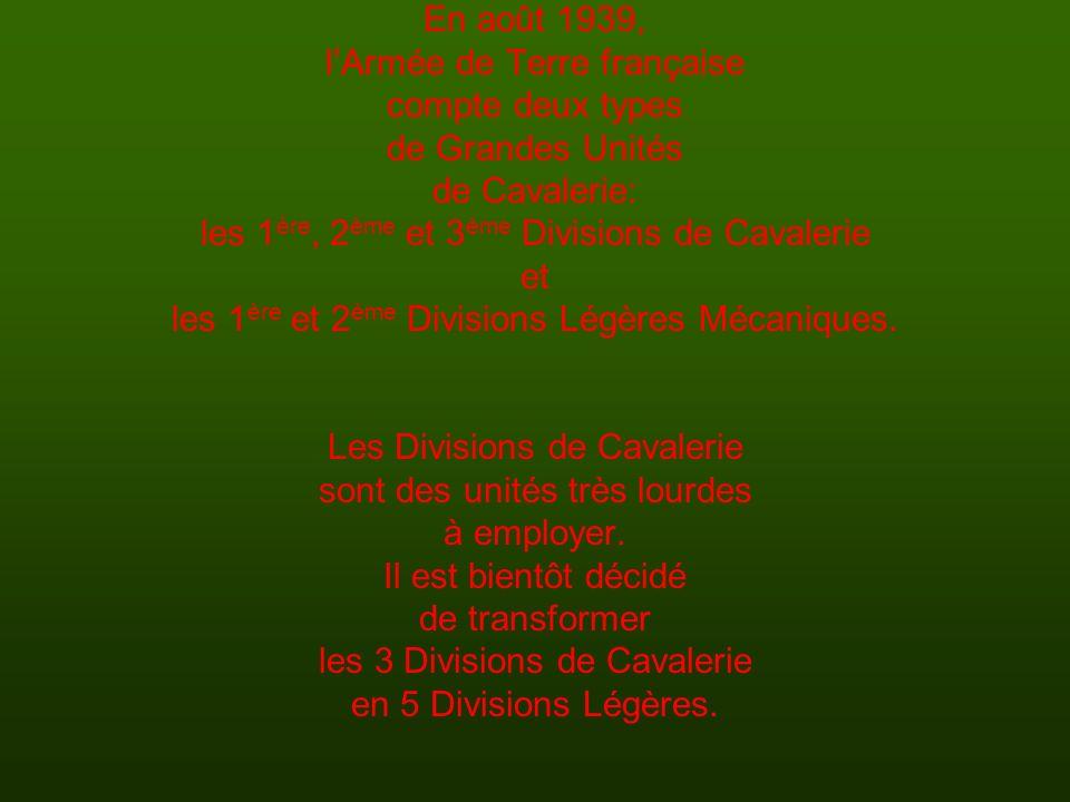 En août 1939, lArmée de Terre française compte deux types de Grandes Unités de Cavalerie: les 1 ère, 2 ème et 3 ème Divisions de Cavalerie et les 1 èr
