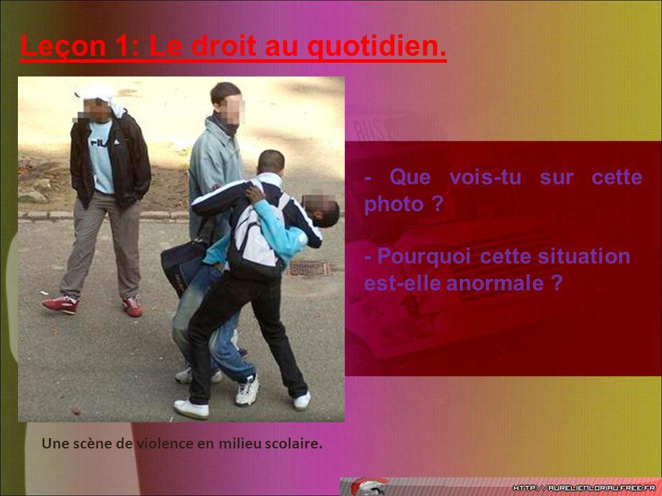 Leçon 1: Le droit au quotidien. Une scène de violence en milieu scolaire. - Que vois-tu sur cette photo ? - Pourquoi cette situation est-elle anormale