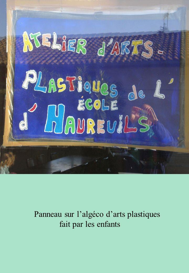 Panneau sur lalgéco darts plastiques fait par les enfants