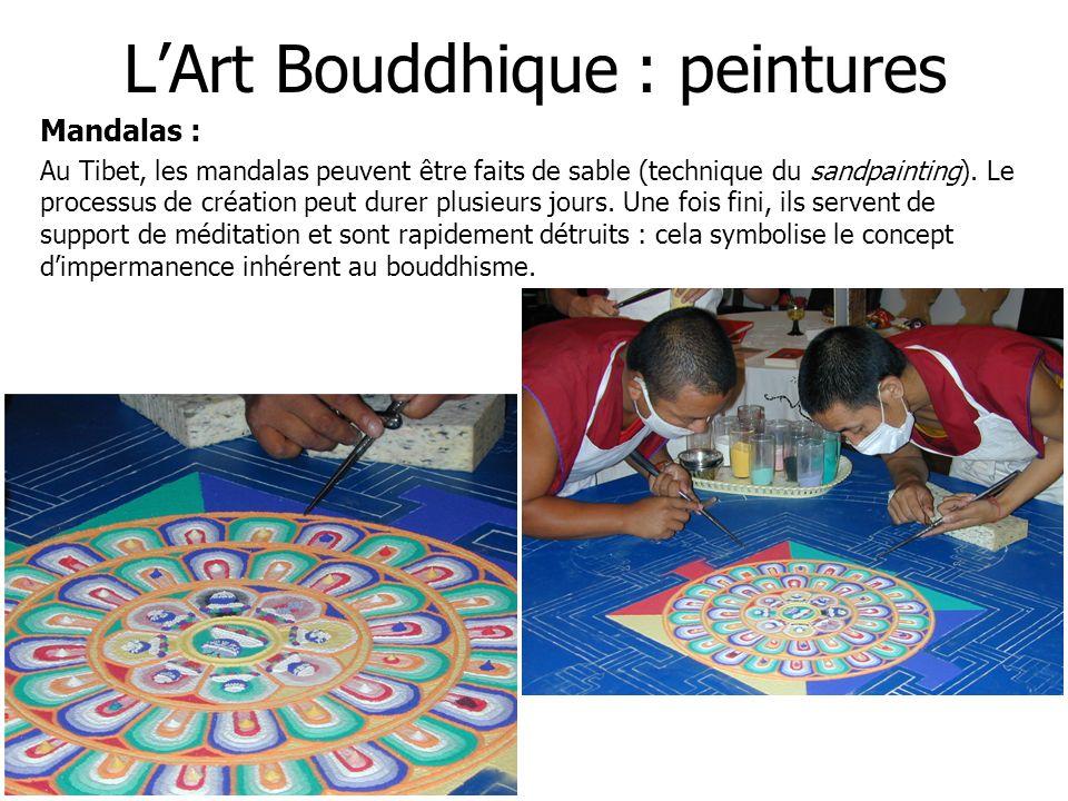 LArt Bouddhique : peintures Mandalas : Au Tibet, les mandalas peuvent être faits de sable (technique du sandpainting). Le processus de création peut d