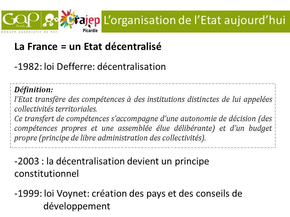 Lorganisation de lEtat aujourdhui La France = un Etat décentralisé -1982: loi Defferre: décentralisation Définition: lEtat transfère des compétences à