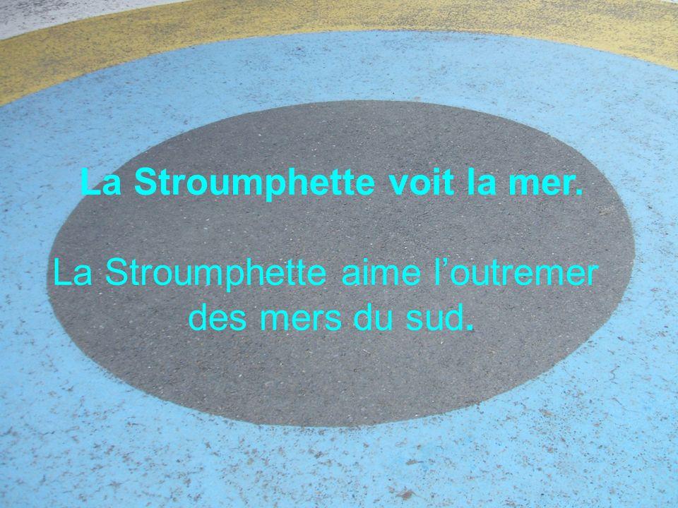 La Stroumphette voit la mer. La Stroumphette aime loutremer des mers du sud.