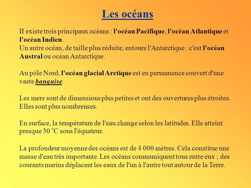 Les océans II existe trois principaux océans : l'océan Pacifique, l'océan Atlantique et l'océan Indien. Un autre océan, de taille plus réduite, entour
