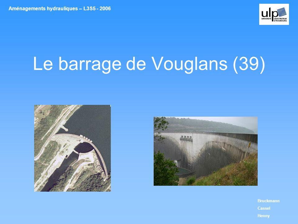 Description de laménagement Caractéristiques de louvrage Contrôle des débits: Différents dispositifs utilisés 4 pertuis de surface avec vannes segment –Permet lévacuation des crues jusquà 2050m3/s 2 vannes de fond de type segments –Complétées par des vannes de type wagon pour la vidange totale du barrage (450m3/s) Aménagements hydrauliques – L3S5 - 2006Le barrage de Vouglans