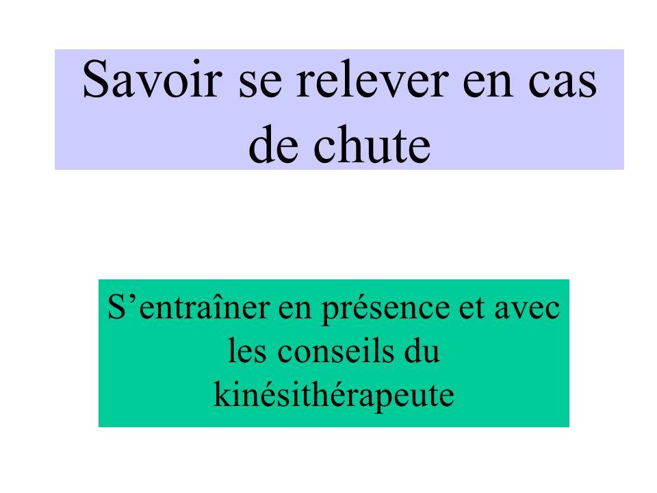 Savoir se relever en cas de chute Sentraîner en présence et avec les conseils du kinésithérapeute