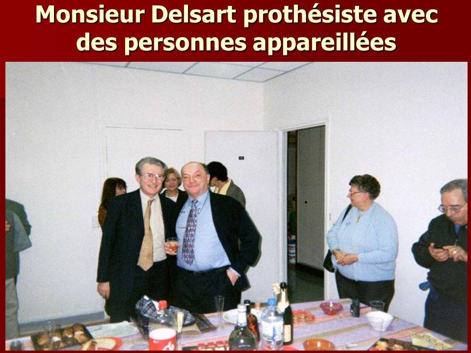 Monsieur Delsart prothésiste avec des personnes appareillées