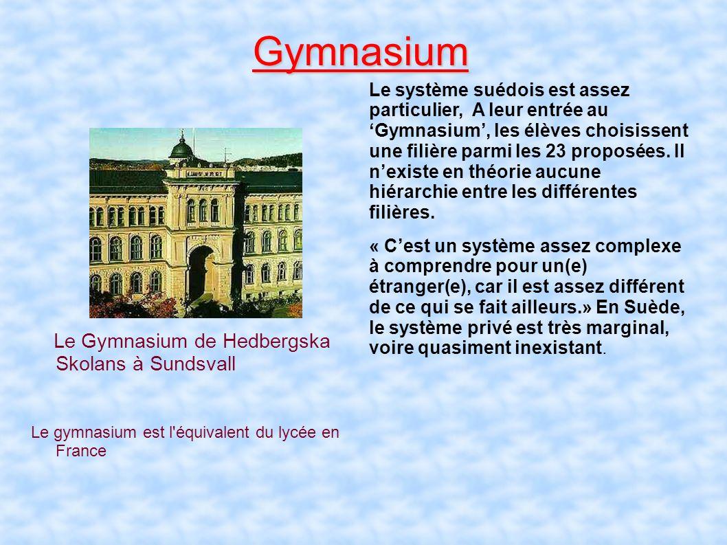 En suède, l'école est obligatoire à partir de 7 ans, contrairement à la France ou elle est obligatoire à partir de 6 ans. Lannée est divisée en deux s