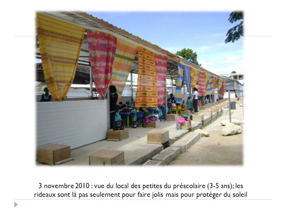 3 novembre 2010 : vue du local des petites du préscolaire (3-5 ans); les rideaux sont là pas seulement pour faire jolis mais pour protéger du soleil