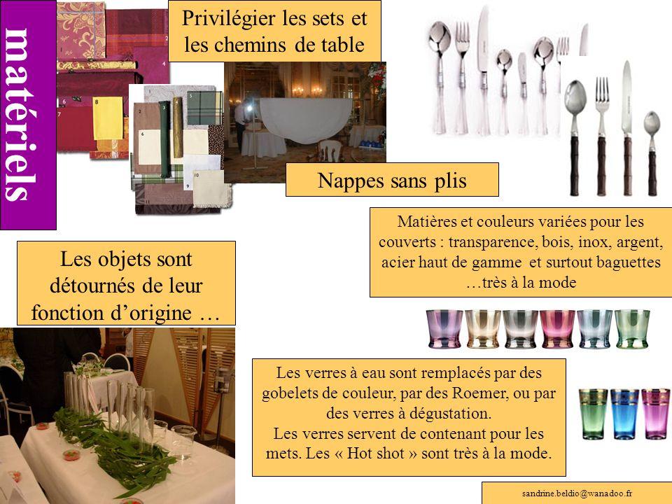 Privilégier les sets et les chemins de table Matières et couleurs variées pour les couverts : transparence, bois, inox, argent, acier haut de gamme et