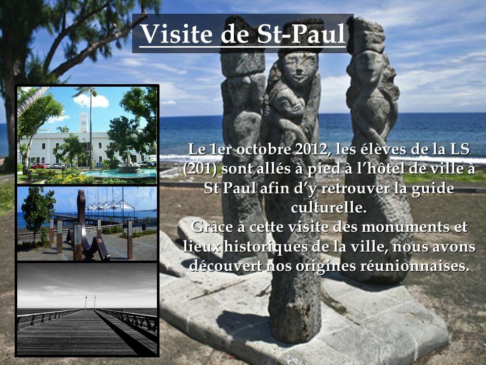 Visite de St-Paul Le 1er octobre 2012, les élèves de la LS (201) sont allés à pied à lhôtel de ville à St Paul afin dy retrouver la guide culturelle.