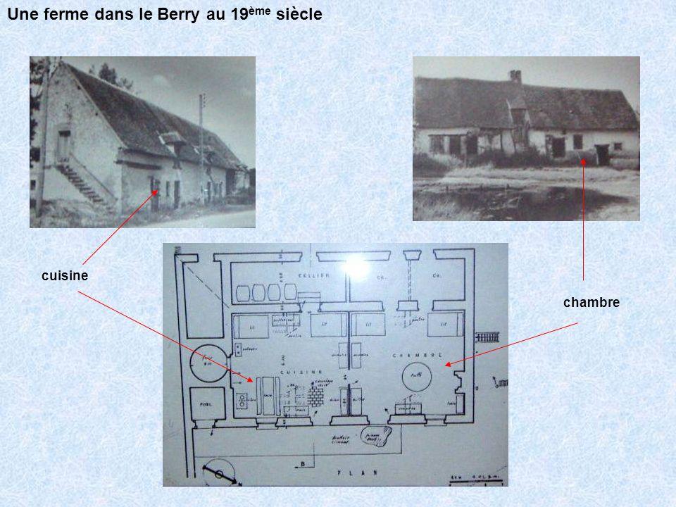 Maquette dun ensemble typique du Boischaut (sud du Cher) comprenant : une maison, une grande étable, les éléments extérieurs (potager, verger, rucher, mare) Une ferme dans le Berry au 19 ème siècle