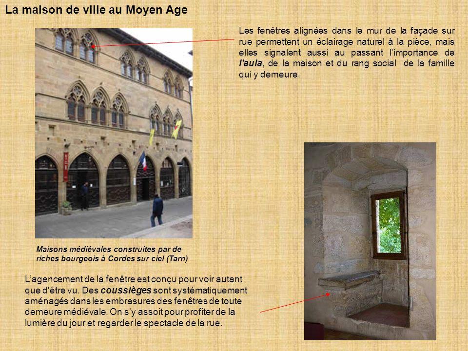 La maison du Moyen Age se composait d un rez-de- chaussée en pierre de taille, et de poutres de bois, avec une charpente de poteaux de bois dite à colombage.