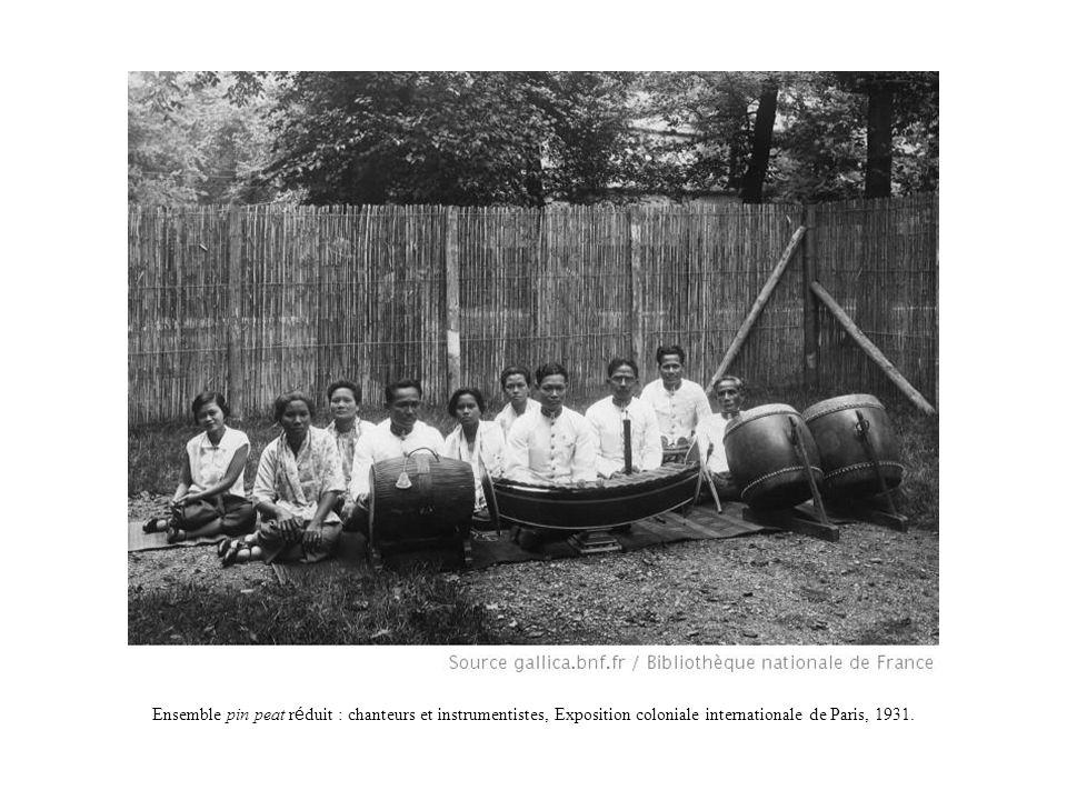 Ensemble pin peat r é duit : instrumentistes, Exposition coloniale internationale de Paris, 1931.