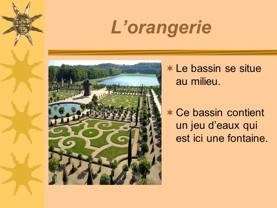 Lorangerie Le bassin se situe au milieu. Ce bassin contient un jeu deaux qui est ici une fontaine.