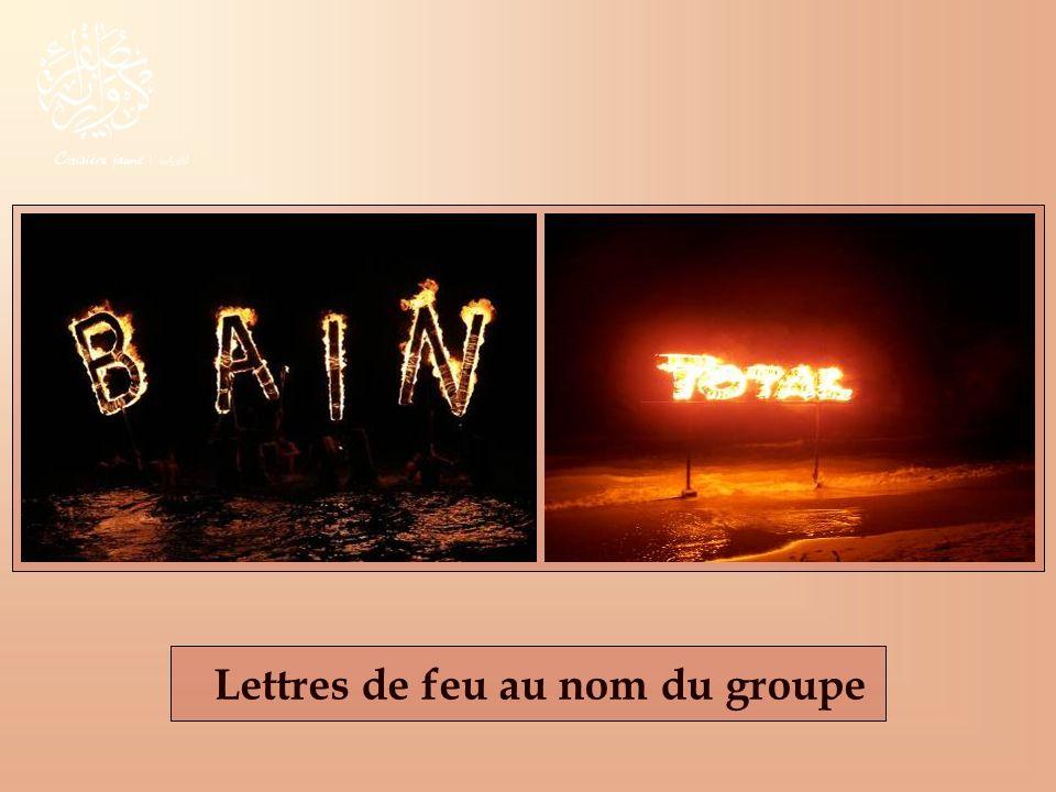 Lettres de feu au nom du groupe