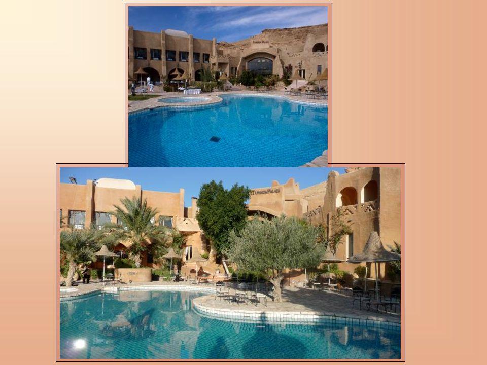 De type contemporain ou traditionnel classique, les chambres du Tamerza Palace exhalent la magie du Sahara.