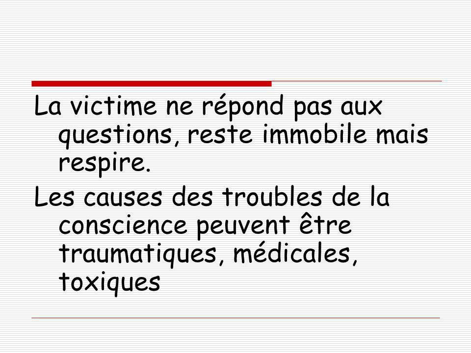 La victime ne répond pas aux questions, reste immobile mais respire. Les causes des troubles de la conscience peuvent être traumatiques, médicales, to