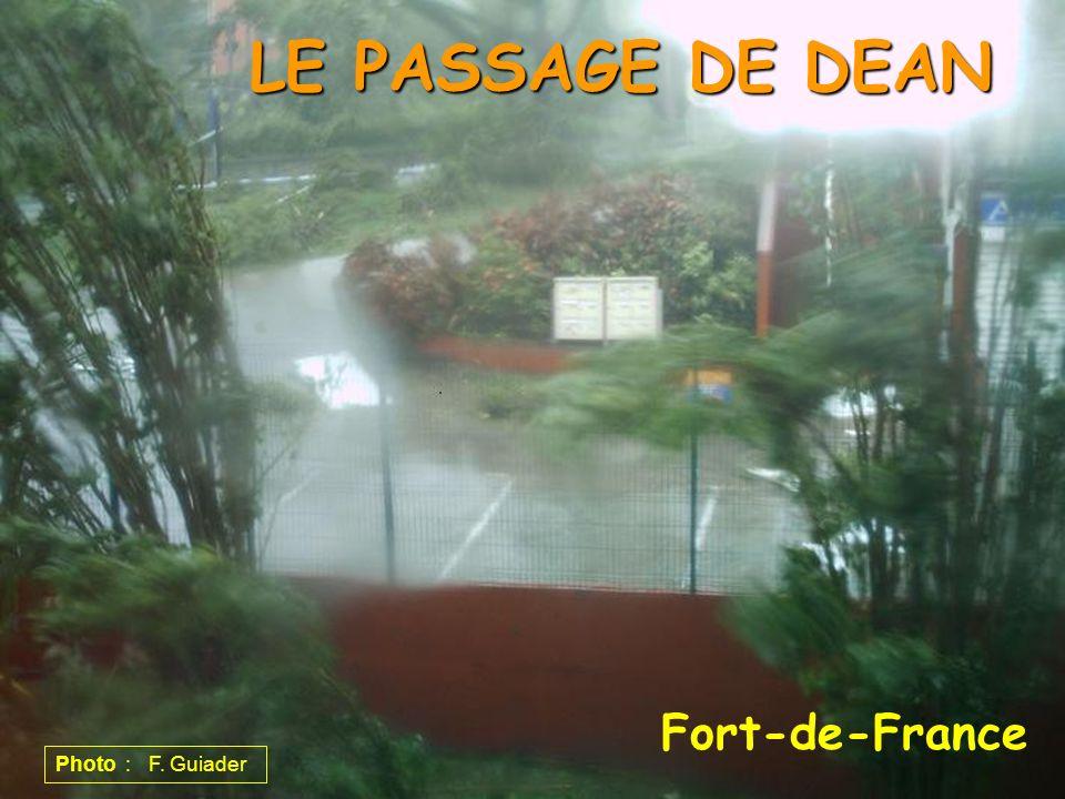 Fort-de-France LE PASSAGE DE DEAN Photo : F. Guiader