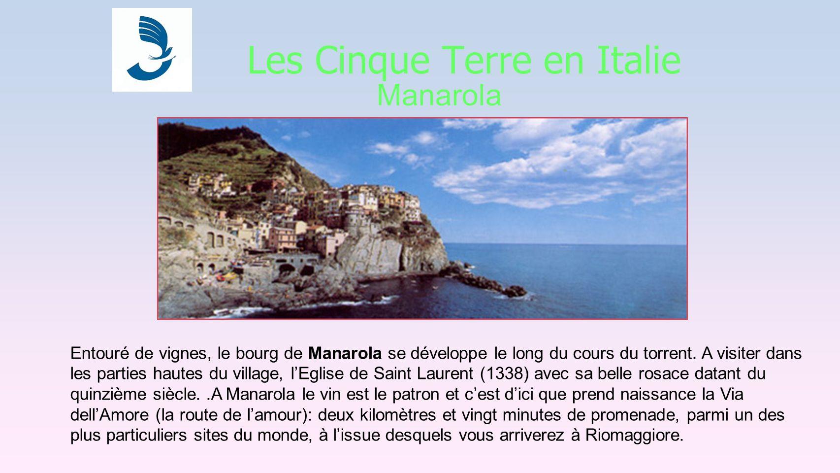 Les Cinque Terre en Italie Manarola Entouré de vignes, le bourg de Manarola se développe le long du cours du torrent.
