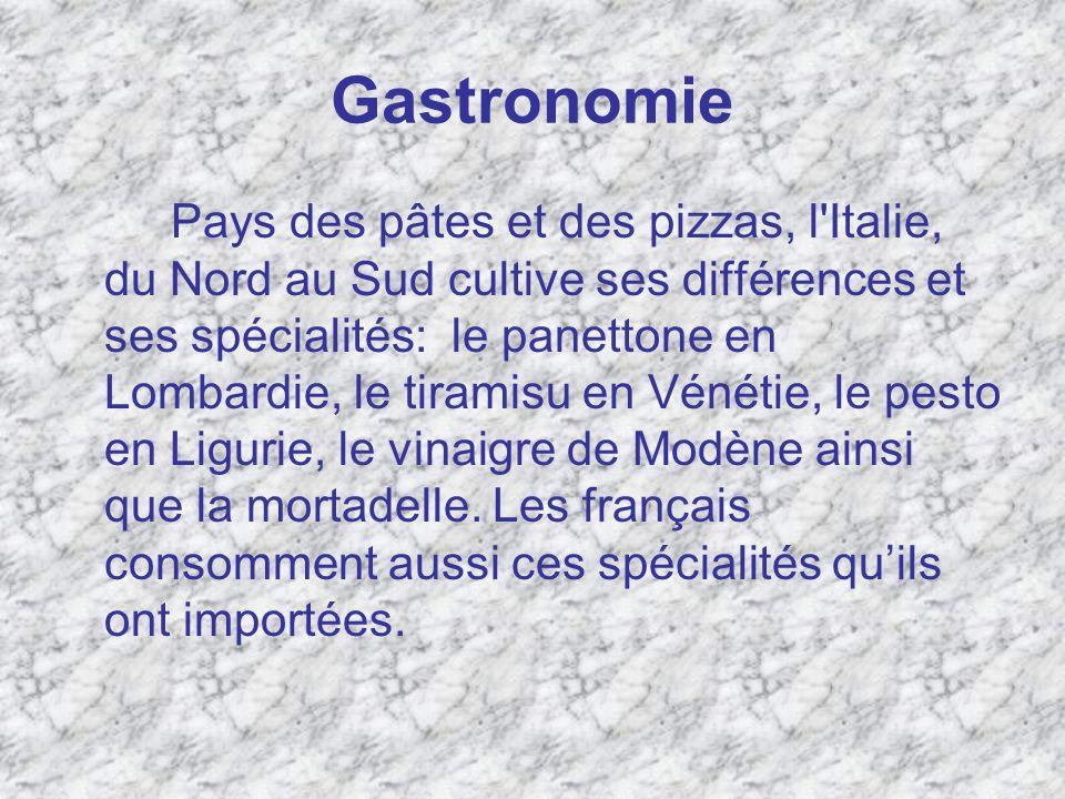 Gastronomie Pays des pâtes et des pizzas, l'Italie, du Nord au Sud cultive ses différences et ses spécialités: le panettone en Lombardie, le tiramisu