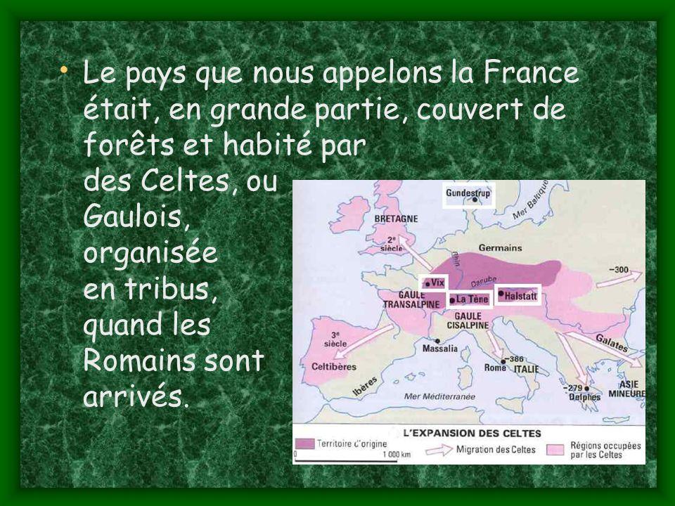 Le pays que nous appelons la France était, en grande partie, couvert de forêts et habité par des Celtes, ou Gaulois, organisée en tribus, quand les Romains sont arrivés.