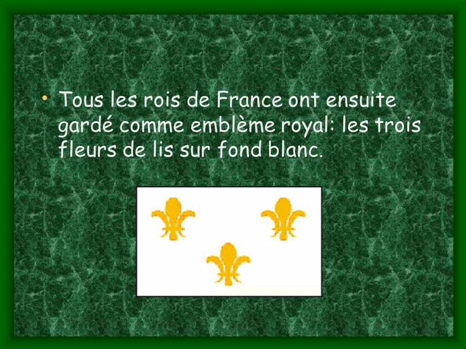 Tous les rois de France ont ensuite gardé comme emblème royal: les trois fleurs de lis sur fond blanc.