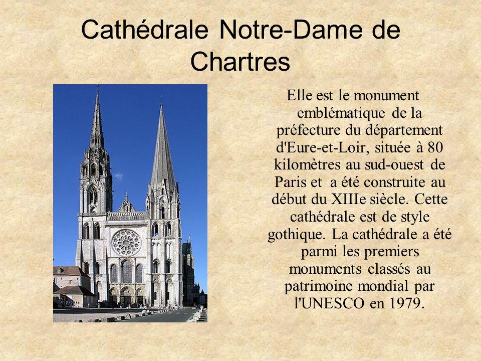 Cathédrale Notre-Dame de Chartres Elle est le monument emblématique de la préfecture du département d Eure-et-Loir, située à 80 kilomètres au sud-ouest de Paris et a été construite au début du XIIIe siècle.