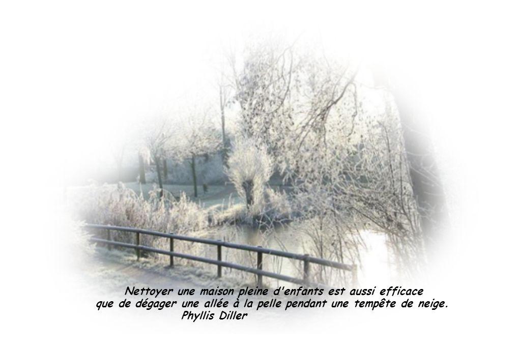 L enfance c est de croire qu avec le sapin de Noël et trois flocons de neige toute la terre est changée.