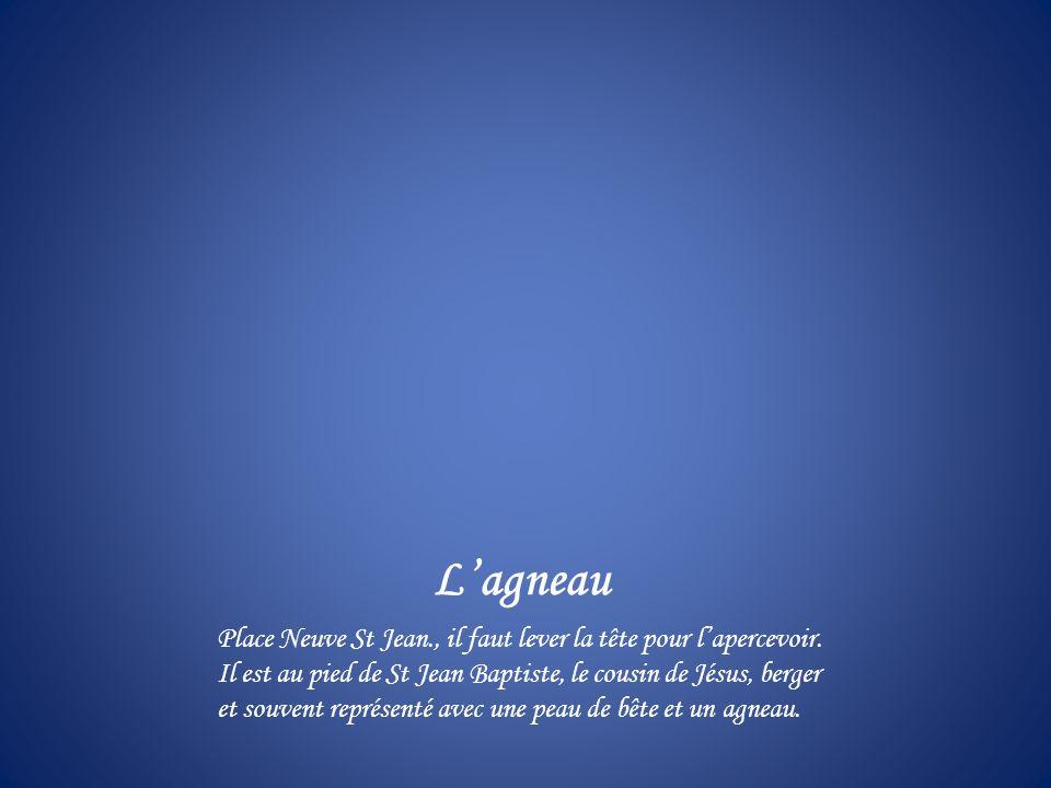 Lagneau Place Neuve St Jean., il faut lever la tête pour lapercevoir.