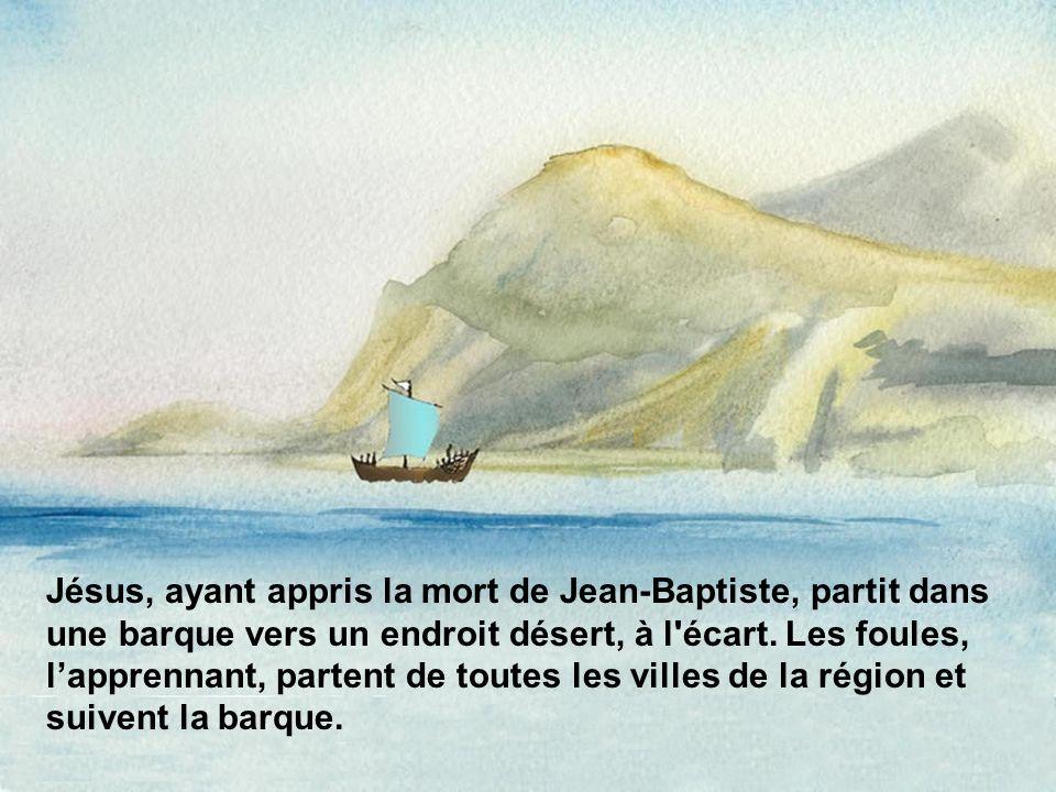 Jésus, ayant appris la mort de Jean-Baptiste, partit dans une barque vers un endroit désert, à l'écart. Les foules, lapprennant, partent de toutes les
