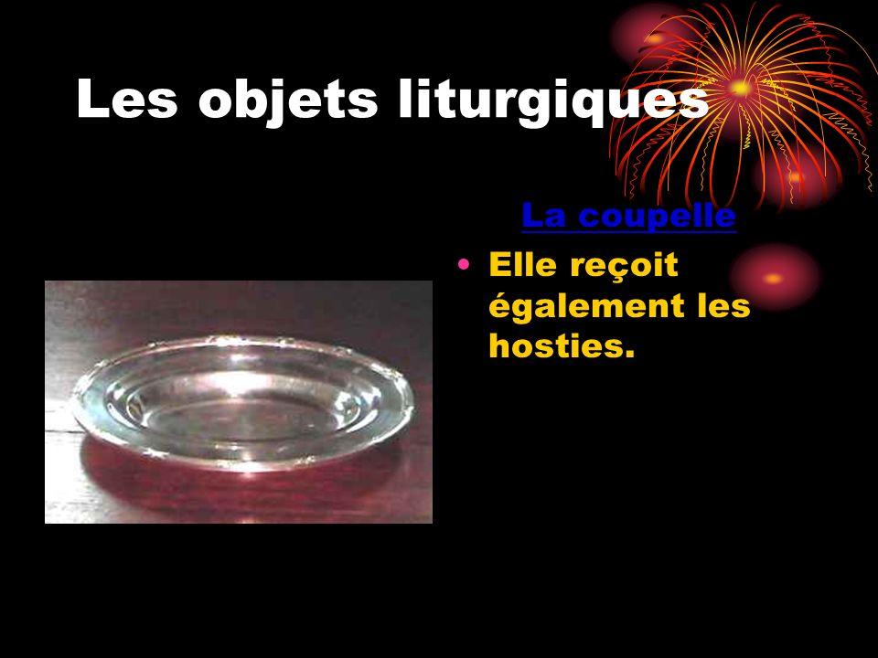 Les objets liturgiques La coupelle Elle reçoit également les hosties.