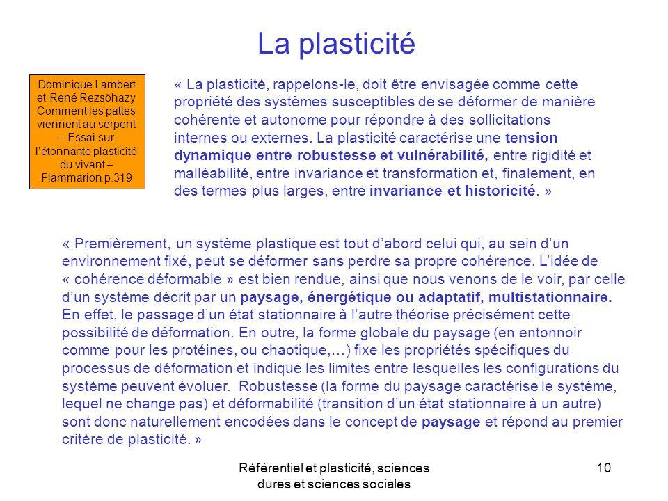 10 « Premièrement, un système plastique est tout dabord celui qui, au sein dun environnement fixé, peut se déformer sans perdre sa propre cohérence. L