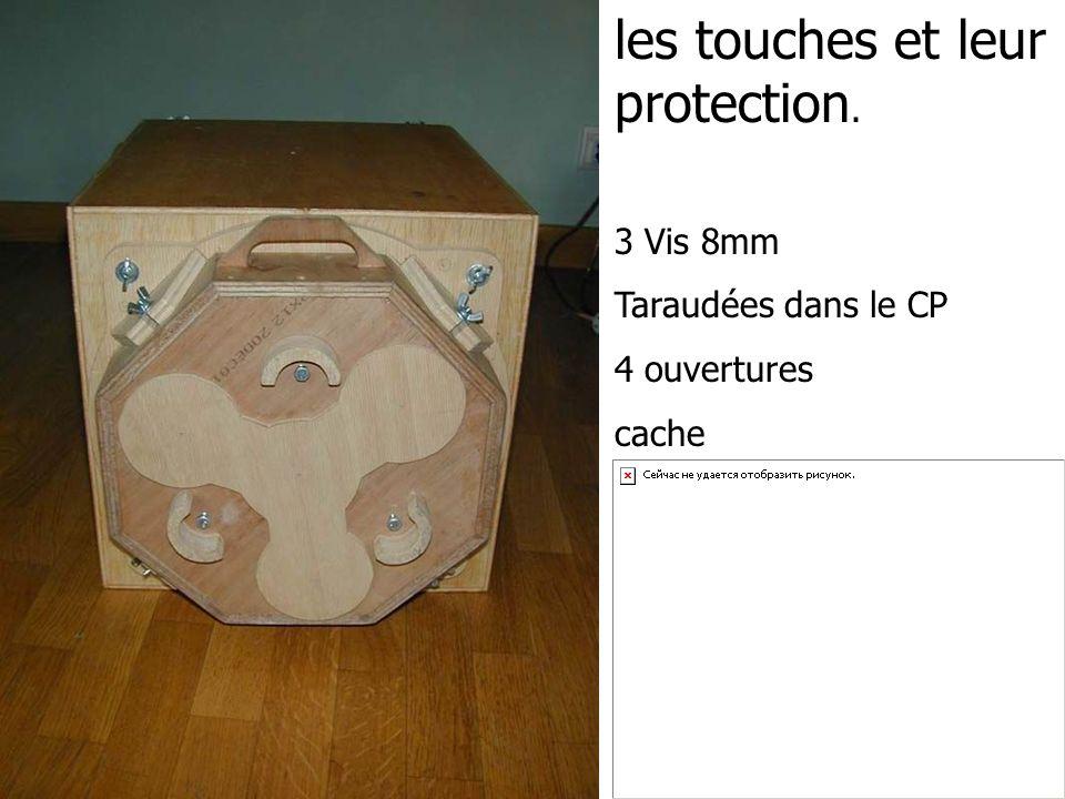 les touches et leur protection. 3 Vis 8mm Taraudées dans le CP 4 ouvertures cache