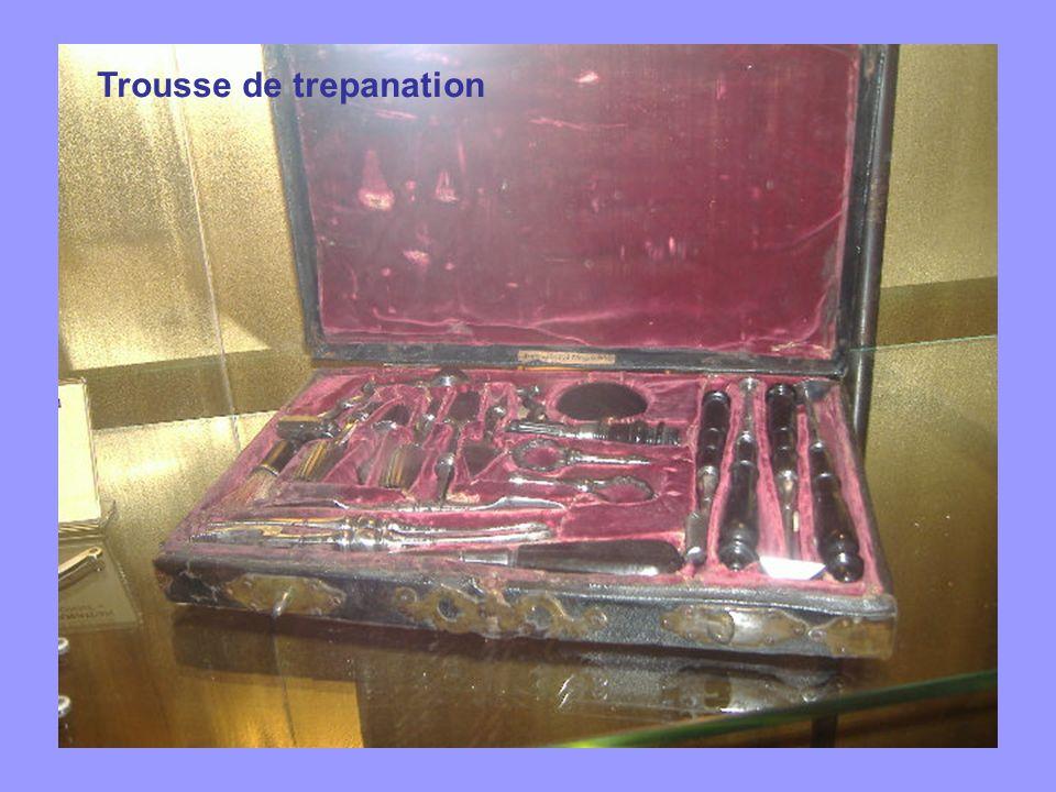 Trousse de trepanation