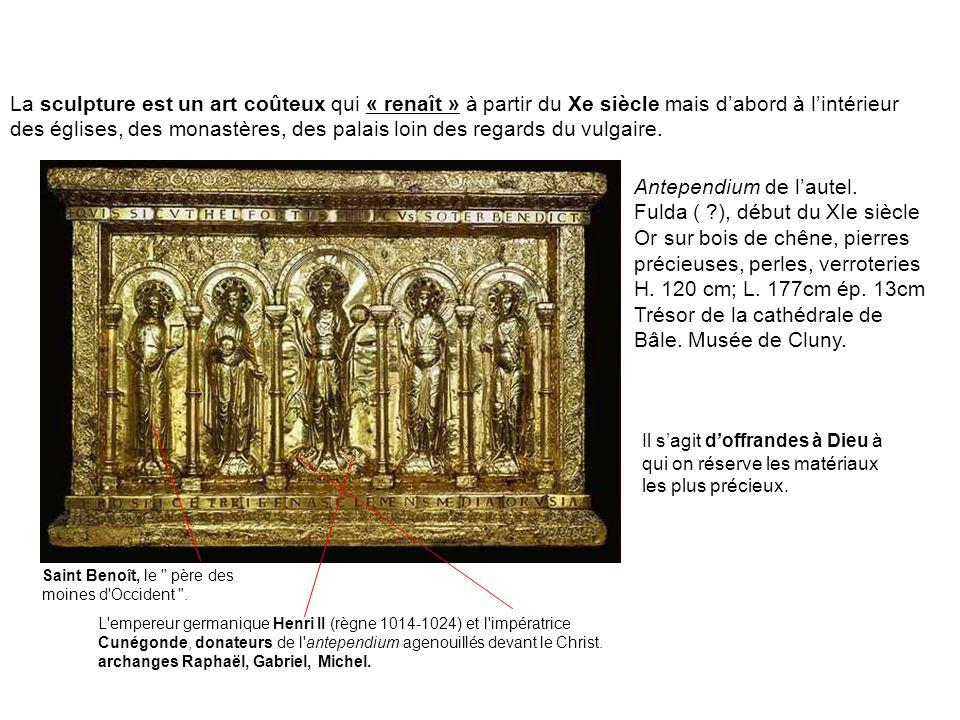 La sculpture est un art coûteux qui « renaît » à partir du Xe siècle mais dabord à lintérieur des églises, des monastères, des palais loin des regards