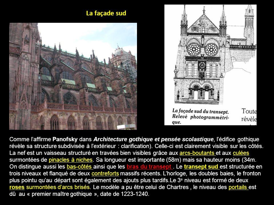 La façade sud, portail Saint-Laurent Divisée en deux travées de trois niveaux marquées par trois contreforts couronnés de pinacles massifs.