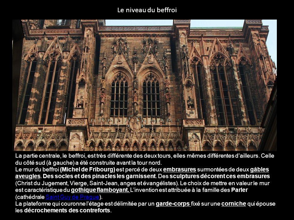 Loctogone et la flèche par Ulrich dEnsingen, maître dœuvre 1399-1419 http://www.superflux.fr/imgs/goodies/toiles/10.jpg Chaque côté forme une haute baie structurée en deux lancettes surmontées dun quadrilobe.