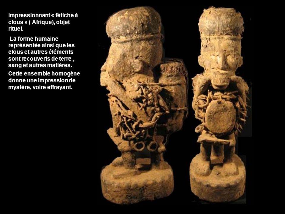 Impressionnant « fétiche à clous » ( Afrique), objet rituel. La forme humaine représentée ainsi que les clous et autres éléments sont recouverts de te