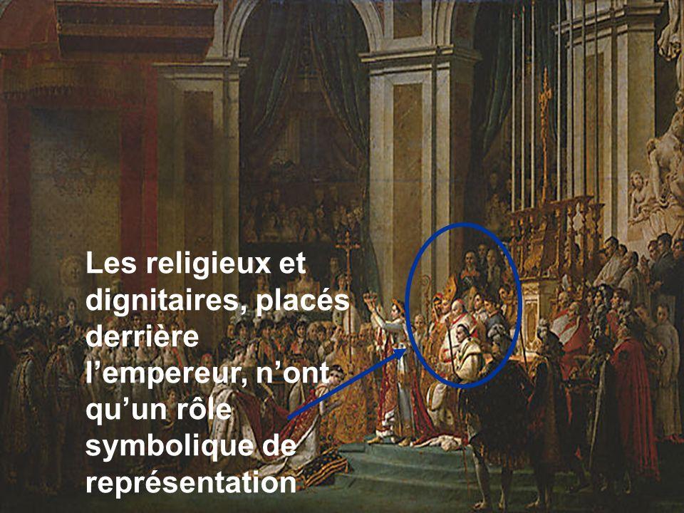 Les religieux et dignitaires, placés derrière lempereur, nont quun rôle symbolique de représentation