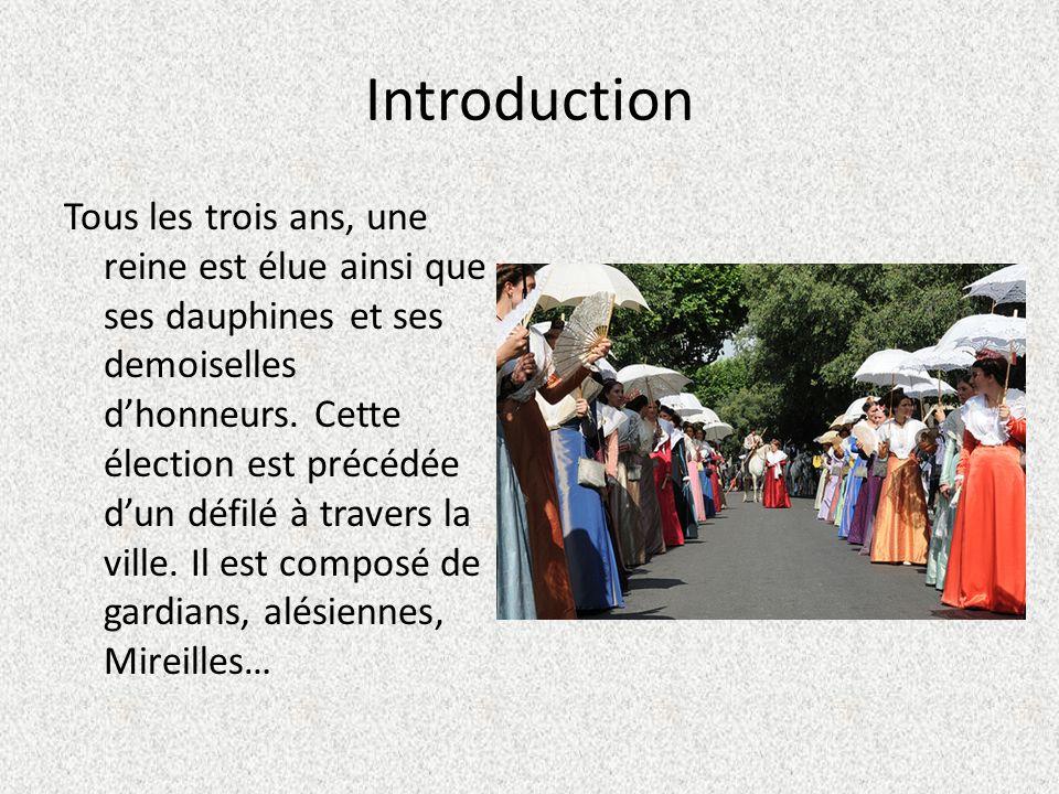 Introduction Tous les trois ans, une reine est élue ainsi que ses dauphines et ses demoiselles dhonneurs.