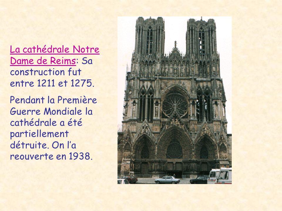 La cathédrale Notre Dame de Reims: Sa construction fut entre 1211 et 1275. Pendant la Première Guerre Mondiale la cathédrale a été partiellement détru
