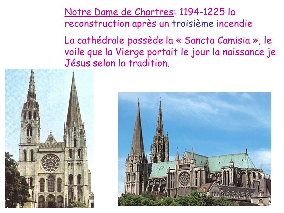 Notre Dame de Chartres: 1194-1225 la reconstruction après un troisième incendie La cathédrale possède la « Sancta Camisia », le voile que la Vierge po