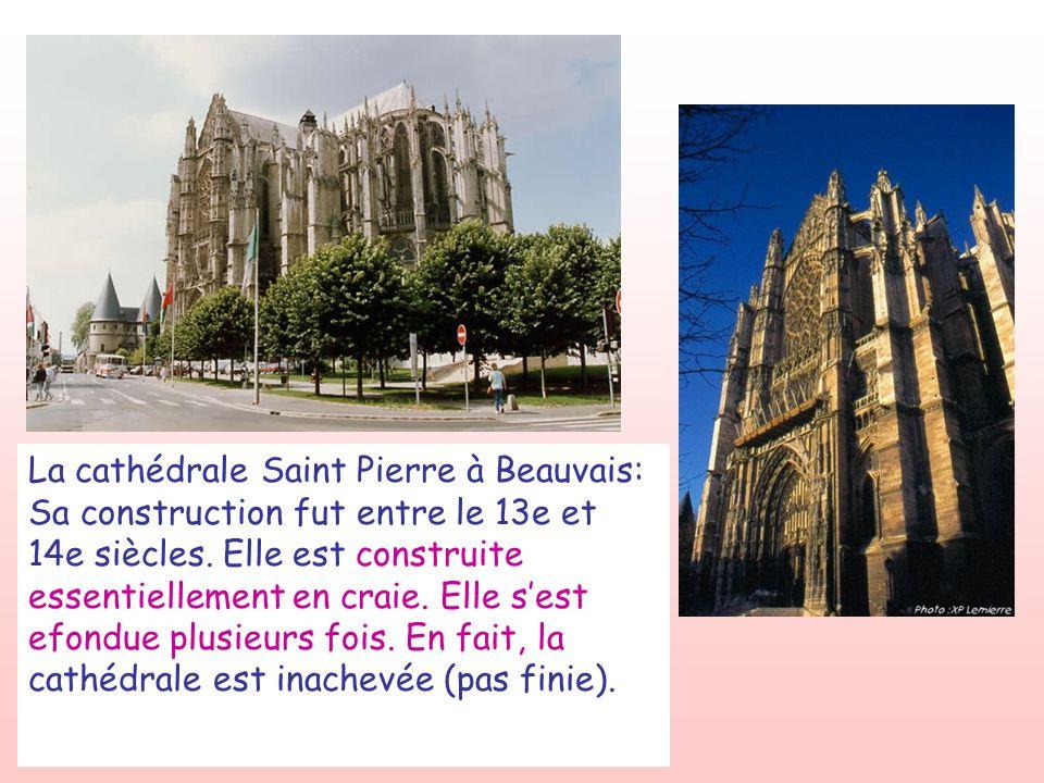 La cathédrale Saint Pierre à Beauvais: Sa construction fut entre le 13e et 14e siècles. Elle est construite essentiellement en craie. Elle sest efondu