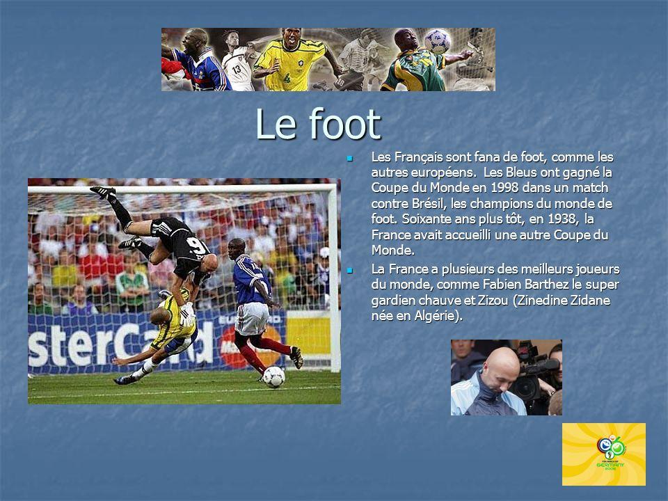 Le foot Les Français sont fana de foot, comme les autres européens. Les Bleus ont gagné la Coupe du Monde en 1998 dans un match contre Brésil, les cha