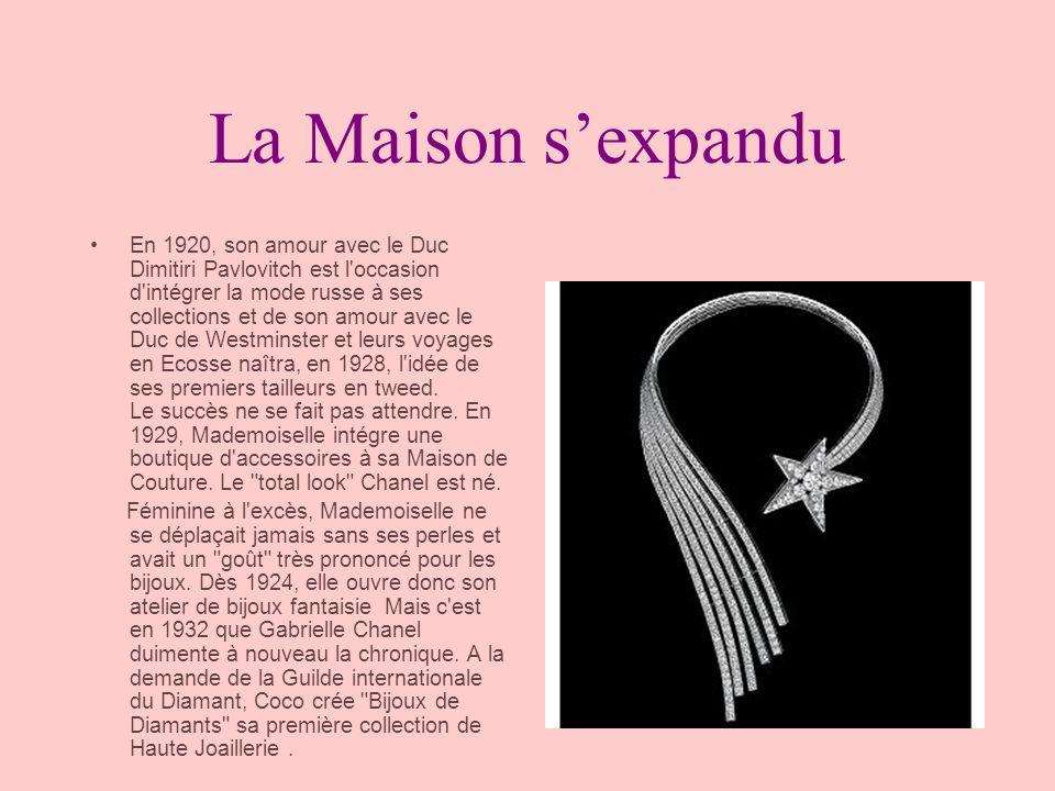 La Maison ferme ses portes Dans les années 30, la créatrice cinquantenaire est au sommet de sa gloire, en quelque 20 ans de carrière, Chanel a su imposer la marinière, le jersey, le pantalon, le bijoux fantaisie, le tweed, la petite robe noire...